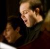 Diego Valente cantando in coro